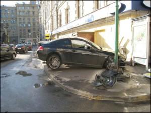 Новости Атырау - В Атырау автомобиль протаранил минимаркет fotoden.info