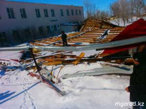 Новости Атырау - Атырау. Ураганный ветер сорвал крыши с роддома и больницы mgorod.kz