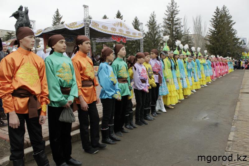 Новости Уральск - В Уральске отпраздновали Наурыз мейрамы (ФОТО) m30