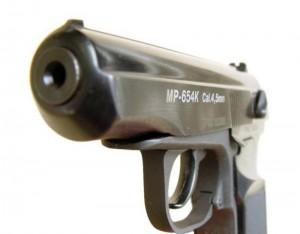 Уральск. На полицейского, ранившего своего коллегу, возбуждено дело pistolet