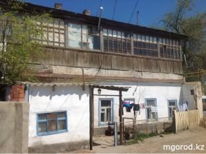 В Атырау аварийный дом может рухнуть в любой момент MG12345
