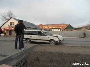 Новости Уральск - Уральск. Volkswagen столкнулся с пассажирским ПАЗиком  MG_avaria