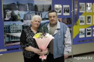 В Уральске отметили День советской пожарной охраны Майор внутренней службы в отставке Виктор Волохов с женой