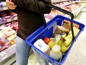 Новости - В Атырау одиноким пенсионерам собирают продукты food_www.donbass.ua