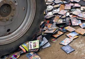 Новости - В Атырау уничтожили пиратские диски kontrofakt_www.inosmi.ru
