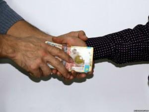 В Уральске сотрудник миграционной полиции задержан со взяткой Фото с сайта azattyq.org