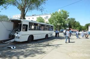 Новости Атырау - Атырау. Пассажирский автобус едва не сбил школьника насмерть Фото с сайта azh.kz 1