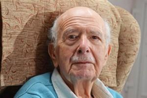 Британца насильно лишили 70-летних усов загруженное