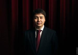 Главу Минтруда Серика Абденова назвали козлом отпущения фото с сайта voxpopuli.kz