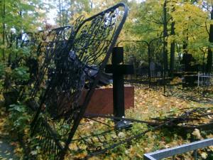 На актюбинском кладбище поймали вандалов livejournal.com