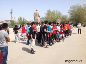Новости Атырау - Атырауские студенты устроили забег ко Дню Победы marafon_www.mgorod.kz