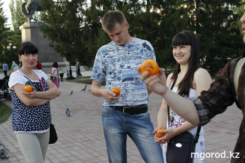 В Уральске дарили людям хорошее настроение mgorod.kz 17