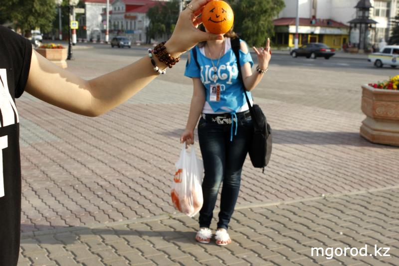 В Уральске дарили людям хорошее настроение mgorod.kz 6
