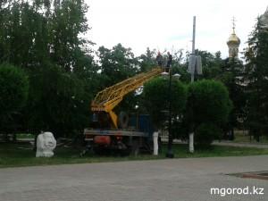 В Уральске срубают сухие деревья  mgorod.kz