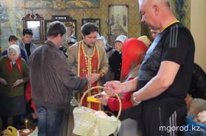 В храмах Уральска прошла пасхальная литургия pasha