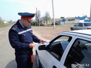 Новости - Уральск. Гаишники растонировали 110 машин tonirovka_foto_UDP_ZKO