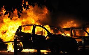 В Стокгольме продолжаются беспорядки. Иммигранты жгут автомобили и школы war_www.russian.rfi.fr