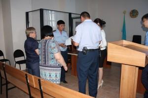 Актобе. Двух чиновниц посадили за крупные хищения После оглашения приговора чиновницы настолько растерялись, что не могли сдвинуться с места.