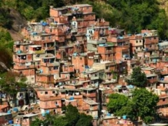 В Бразилии намерены бороться с трущобами вокруг Рио-де-Жанейро 13