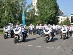 Новости - Столичные полицеские отметили профессиональный праздник велопробегом фото с сайта bnews.kz