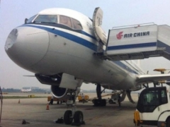 Китайский авиалайнер столкнулся в небе с неопознанным объектом 19