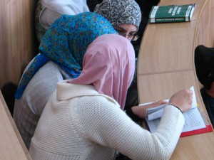 Новости Актобе - В Актобе студенткам платят за ношение хиджаба Kazakhstan Today - В Актобе студенткам религиозные сектанты платят за ношение хиджаба, передает Kazakhstan Today.  Фото с сайта http://islamdag.ru