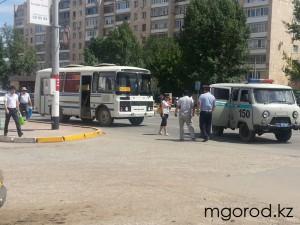 Уральск. На «Универмаге» автобус наехал на пешехода avariya univermag_mg