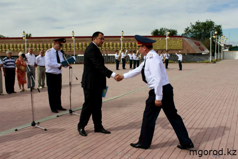 В Уральске прошёл парад полицейских mgorod.kz 10