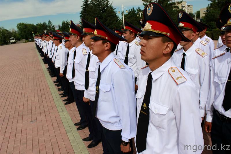 В Уральске прошёл парад полицейских mgorod.kz 11