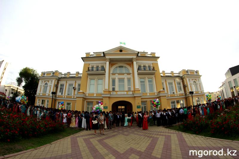 В Уральске состоялся бал выпускников mgorod.kz 14