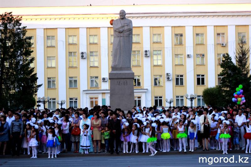 В Уральске состоялся бал выпускников mgorod.kz 18