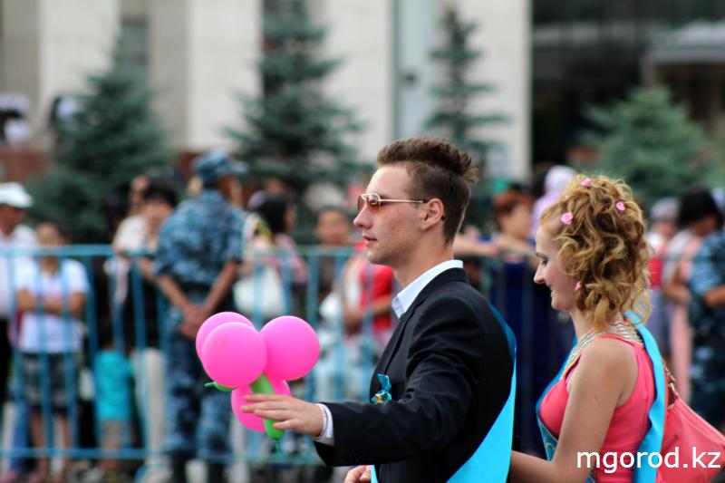 В Уральске состоялся бал выпускников mgorod.kz 6