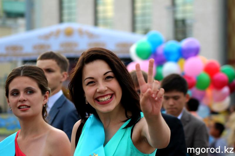 В Уральске состоялся бал выпускников mgorod.kz 7