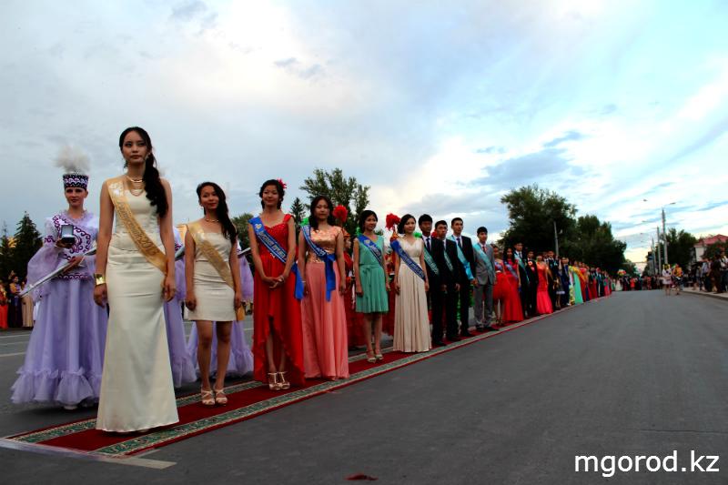 В Уральске состоялся бал выпускников mgorod.kz 8