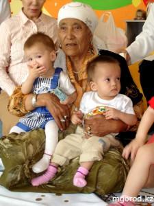 Актобе. Многодетная мать провела обряд тусау кесер с детдомовцами Фото mgorod.kz