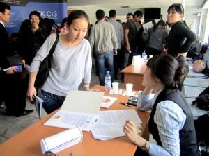 Новости Актобе - Актобе. На ярмарках вакансии предлагают низкие зарплаты Фото с сайта www.bota.kz