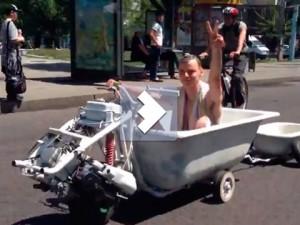 Новости - Ванна на колесах Фото с сайта auto.lafa.kz