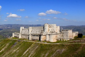 Новости - В Сирии авиаударом повреждена крепость крестоносцев Крак де Шевалье Фото: Nev1 / Wikipedia