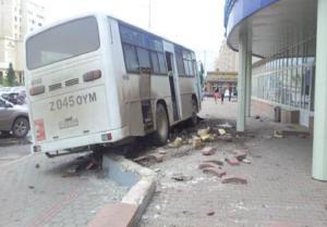 Взбесившийся автобус Фото с сайта tengrinews.kz, Астана