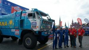 """Три экипажа Astana Dakar Team отправятся в Москву на старт ралли-рейда """"Шелковый путь 2013"""" Фото с сайта newskaz.ru"""