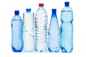 Ученые рекомендуют отказаться от воды в пластиковых бутылках Фото shkolazhizni.ru