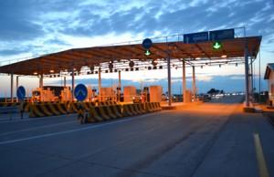 Первые пробки на платном автобане (фото) Источник фото: Олег Ким