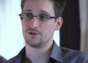 Вашингтон направил письмо в Москву с просьбой не выпускать Сноудена из Шереметьево Фото 24.kz