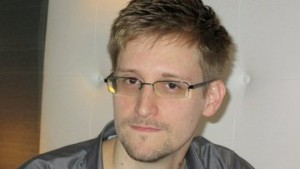 Сноуден попросит временное убежище у РФ и обещает не наносить ущерб США Фото REUTERS