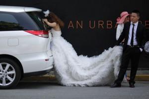 Новости - Датские астрологи назвали лучший день для женитьбы Фото: Eugene Hoshiko / AP