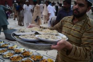 В Катаре госпитализировали десятки объевшихся в первый день Рамадана Фото: Rizwan Tabassum / AFP