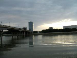 В Атырау парень спрыгнул с моста drive2.ru