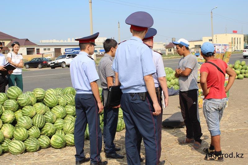 В Уральске разгоняли продавцов арбузов на дороге garbuz