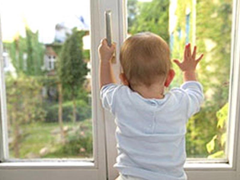 Новости Уральск - 4-летний ребенок выпал из окна многоэтажки в Уральске