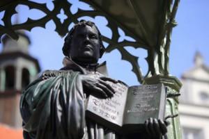 Обнаружены неизвестные ранее записи Мартина Лютера Памятник Мартину Лютеру Фото: Jens Wolf / DPA / AFP
